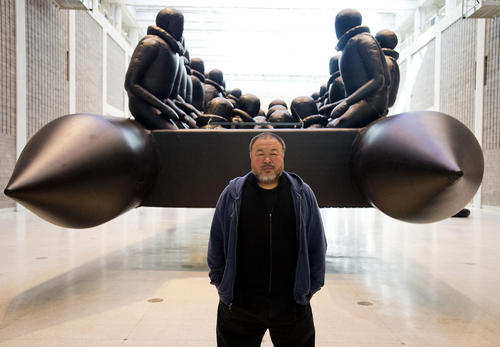 هنرمند و فعال سیاسی چینی یک اثر هنری خود را درباره پناهجویان قایق سوار عازم به اروپا در جمهوی چک رونمایی کرده است