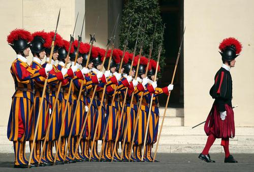 گارد تشریفات واتیکان برای استقبال رسمی از میشل عون رییس جمهور لبنان