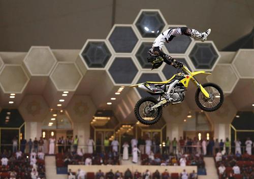 نمایش پرش با موتور در شهر ریاض عربستان