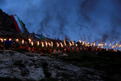 جشن نوروز در تپه های مشرف به شهر آکرا در کردستان عراق