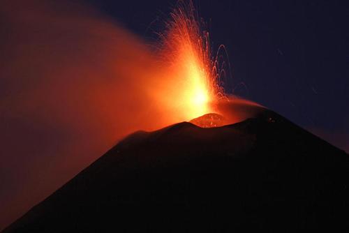فعالیت آتشفشان کوه اتنا در ایتالیا