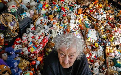 زن 86 ساله بلژیکی با جمع آوری 20 هزار قطعه انواع اسباب بازی در 65 سال گذشته کلکسیونی بزرگ در خانه دارد – بروکسل