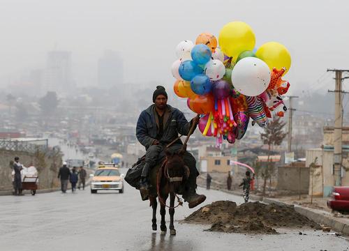 بادکنک فروشی در کابل