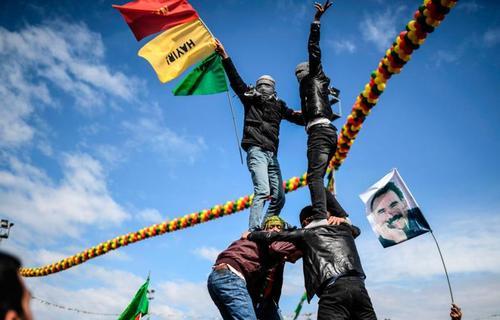 جشن کردها برای نوروز در شهر دیاربکر بزرگترین شهر کردنشین جنوب شرقی ترکیه