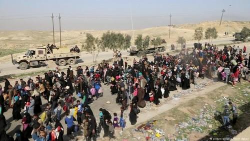 ادامه فرار غیرنظامیان از شهر موصل عراق / ارتش و نیروهای عراقی در حال جنگ خانه به خانه برای آزادسازی موصل از اشغال داعش هستند