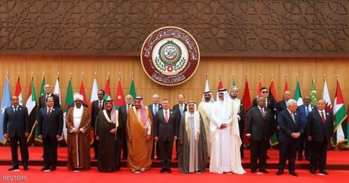 عکس یادگاری سران کشورهای عربی در نشست اتحادیه عرب در بحرالمیت اردن
