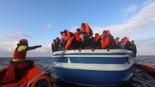 نجات پناهجویان در دریای مدیترانه