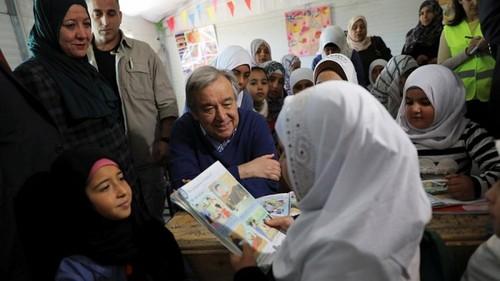 سفر دبیر کل سازمان ملل متحد به اردن و بازدید از اردوگاه زعتری. اردوگاه زعتری بزرگترین اردوگاه اوارگان و پناهجویان سوریه در اردن است.