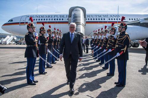 اولین سفر خارجی فرانک والتر اشتاین مایر رییس جمهور جدید آلمان در منصب جدید. اشتاین مایر پیشتر وزیر امور خارجه آلمان بود – پاریس