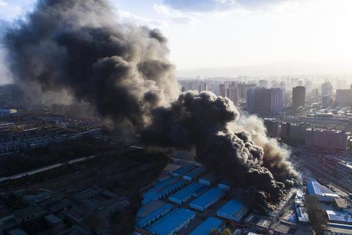 آتش گرفتن یک کارخانه بزرگ در شهر تای یوان چین