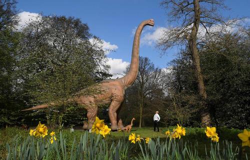 ماکت های دایناسور در پارک اوسترلی در غرب لندن