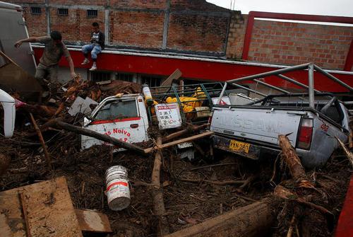 خسارات ناشی از سیل و رانش زمین در شهر موکوئا در جنوب غرب کلمبیا