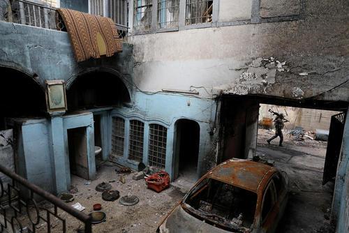 ادامه نبرد خانه به خانه در مناطق غربی شهر موصل عراق
