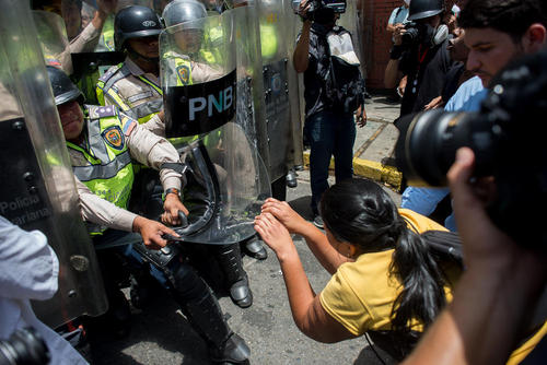 ادامه تظاهرات ضد حکومتی در شهر کاراکاس ونزوئلا