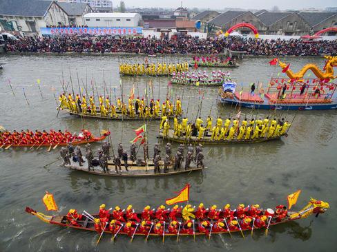 مسابقات سنتی قایقرانی روی رود مائوشان – چین