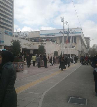 مردم در خیابانهای مشهد پس از وقوع زلزله