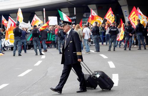 اعتصاب صنفی کارکنان خطوط هواپیمایی آلیتالیا ایتالیا در فرودگاه رم