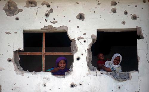 آسیب دیدن یک ساختمان از یک انفجار تروریستی در موگادیشو سومالی