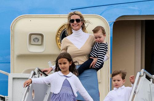 رسیدن ایوانکا ترامپ دختر رییس جمهور آمریکا به همراه سه فرزندش به فرودگاه پالم بیچ فلوریدا به منظور شرکت در مراسم دیدار رهبران آمریکا و چین