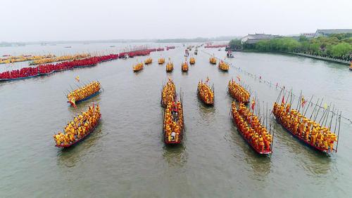 رقابت سنتی قایقرانی با 10 هزار شرکت کننده و 400 قایق – رود گینهو در استان جیانگسو چین