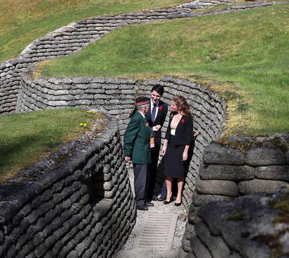 بازدید خانواده نخست وزیر کانادا از تونل های باقی مانده از نبرد معروف