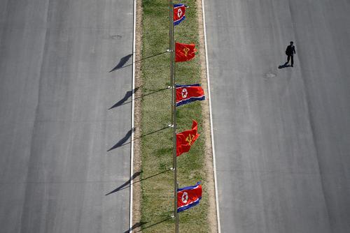 تزیینات خیابان های شهر پیونگ یانگ کره شمالی به مناسبت صدو پنجمین سالگرد تولد کیم ایل سونگ بنیانگذار حکومت کمونیستی کره شمالی