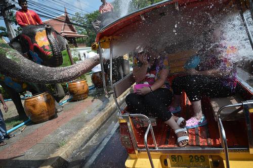 جشن آب در شهر بانکوک تایلند