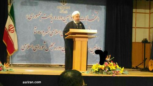 روحانی هنگام ثبت نام کاندیداتوری ریاست جمهوری