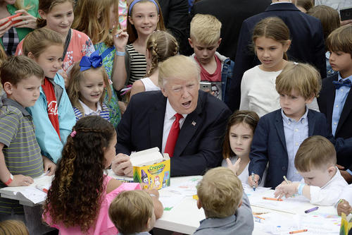 وقت گذرانی ترامپ با کودکان در همان برنامه – کاخ سفید