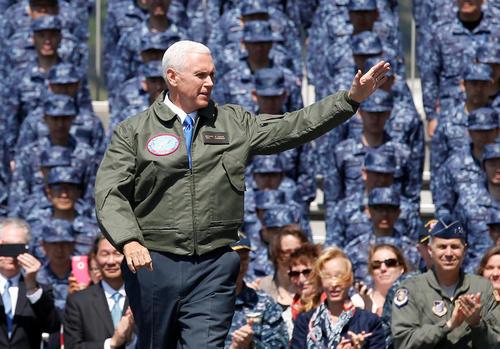 حضور و سخنرانی مایک پنس معاون رییس جمهور آمریکا در عرشه ناو هواپیمابر