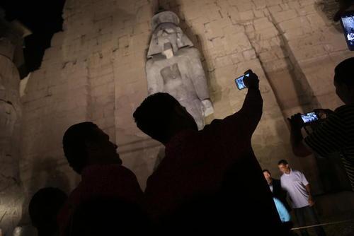 نصب مجسمه تازه کشف و ترمیم شده از فرعون رامسس دوم در معبد اقصر در مصر