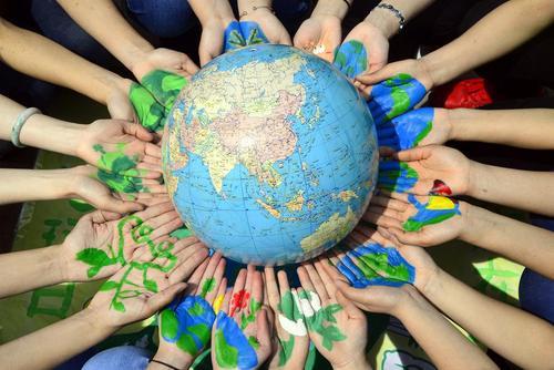 حرکت نمادین دانشجویان دانشگاه لیائوچنگ چین در آستانه روز جهانی کره زمین