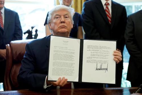 امضای فرمان اجرایی ترامپ برای بررسی تاثیر واردات فولاد خارجی بر اقتصاد آمریکا