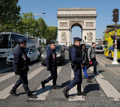 تشدید تدابیر امنیتی در پاریس پس از حمله تروریستی پنج شنبه شب و در آستانه برگزاری انتخابات ریاست جمهوی روز یکشنبه