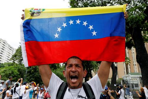 ادامه تظاهرات بر ضد نیکولاس مادورو رییس جمهور ونزوئلا در کاراکاس