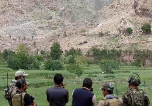 نیروهای ویژه افغان در حال بررسی مکان حمله موشکی دو هفته پیش آمریکا به مواضع داعش در منطقه