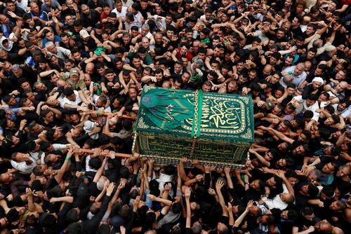 مراسم تشییع پیکر نمادین امام موسی کاظم (ع) در سالگرد شهادت امام هفتم شیعیان – بغداد
