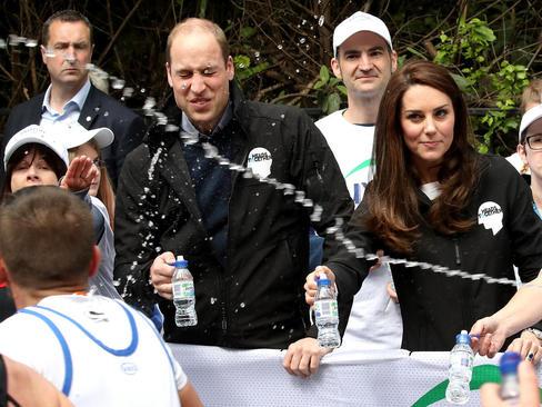 شاهزاده ویلیام نوه ملکه بریتانیا و همسرش کاترین میدلتون در حال تماشای مسابقات دوی ماراتون لندن