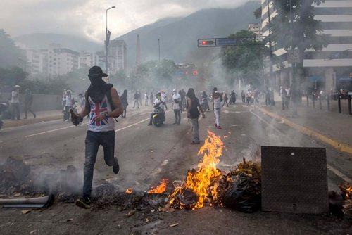 ادامه تظاهرات برضد نیکولاس مادورو رییس جمهور ونزوئلا در شهر کاراکاس