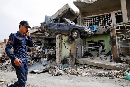 یک محله ویران شده در جنگ بین نیروهای ارتش عراق و داعش در غرب شهر موصل