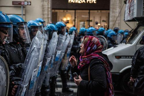 درگیری پلیس با معترضان در تورین، ایتالیا