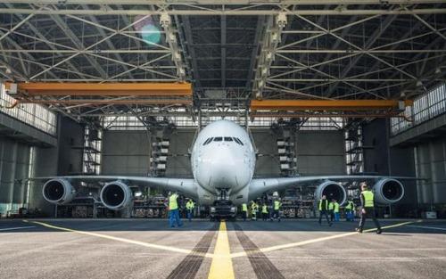 رکورد شکنی پورشه کاین با کشیدن ایرباس 380. پورشه کاین، بهتازگی توانسته است با کشیدن بزرگترین هواپیمای مسافربری جهان به وزن ۲۸۵ تن، نام خود را در کتاب رکوردهای گینس ثبت کند.