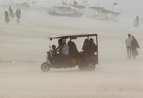 طوفان و گرد و غبار در الله آباد، هند