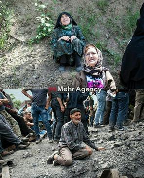 خانواده کارگران محبوس شده در معدن حادثه دیده در استان گلستان