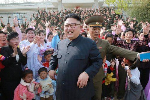 بازدید رهبر کره شمالی از استحکامات دفاعی جزیره ای  در این کشور