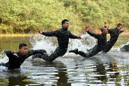 تمرینات بدنی نیروهای ارتش چین