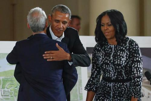 استقبال شهردار شهر شیکاگو از زوج اوباما در یک مراسم رسمی در مرکز اوباما - شیکاگو