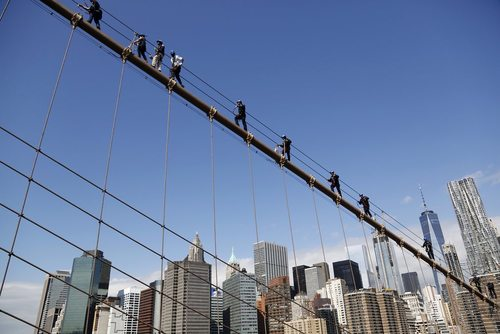تمرین نجات اضطراری پلیس نیویورک روی کابل پل بروکلین