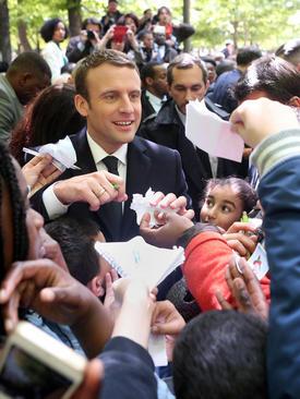 گرفتن امضا از رییس جمهور منتخب فرانسه – پاریس