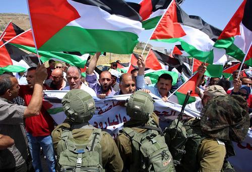 تظاهرات فلسطینی ها در همبستگی با زندانیان فلسطینی اعتصاب غذا کننده – نابلس